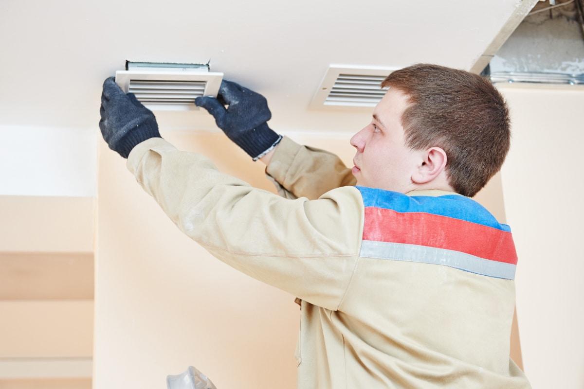 Schimmel In Slaapkamer : Schimmel in de slaapkamer oorzaken het belang van ventilatie